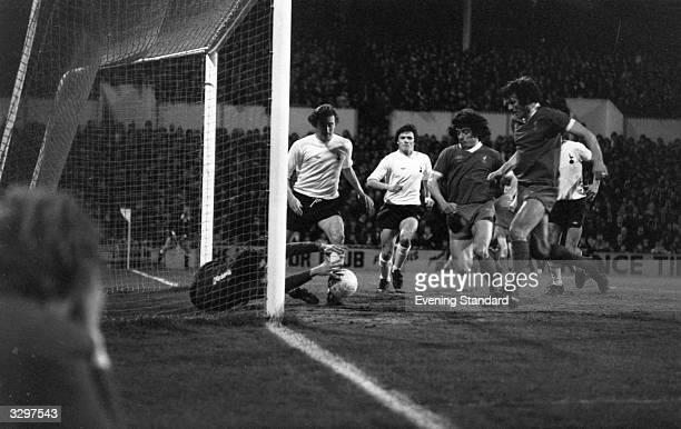 Liverpool football players Kevin Keegan and John Toshack attacking the Tottenham Hotspur goal
