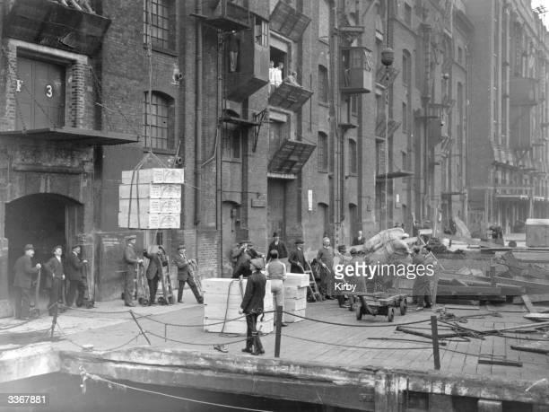 Volunteers unloading ships at Hay's Wharf London Bridge during the 1926 General Strike