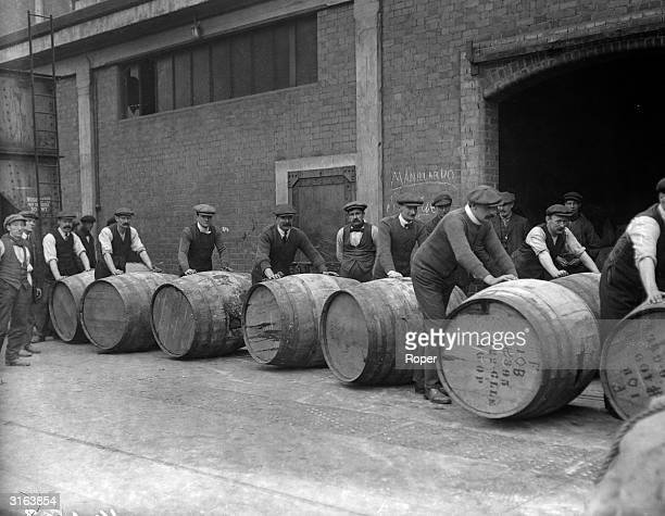 4000 gallons of rum arrives too late for the army at West India Docks in London