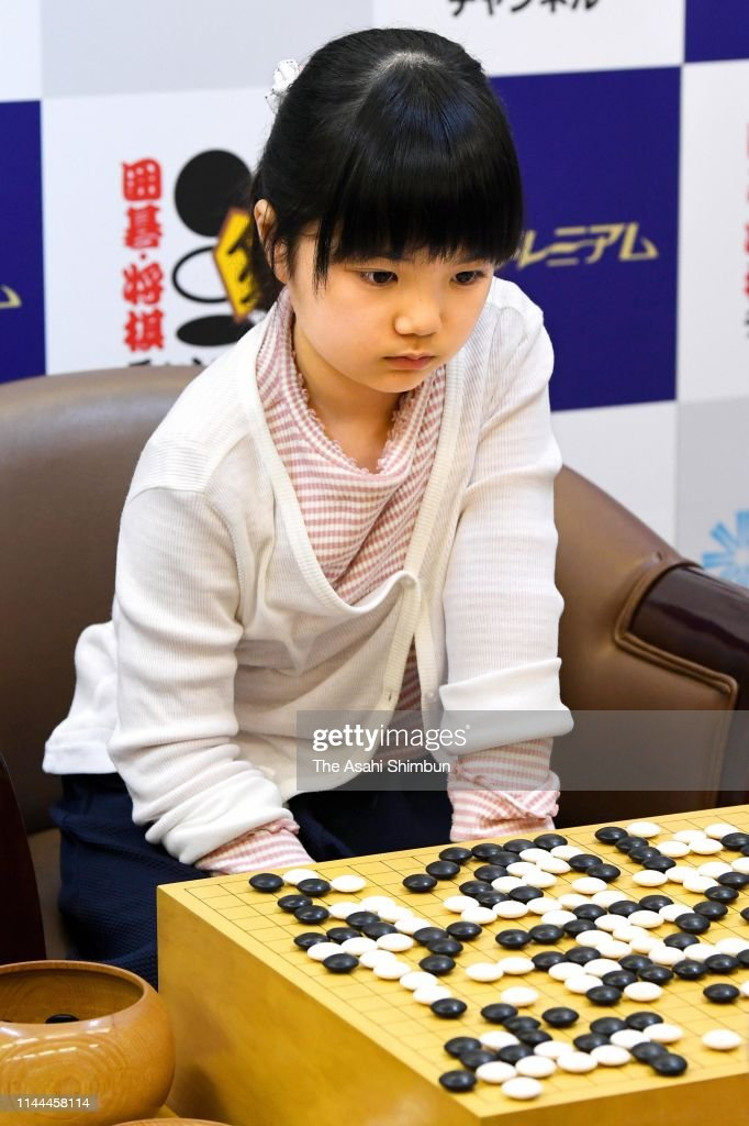 JPN: 10-Year-Old Professional Go Player Nakamura Makes Debut
