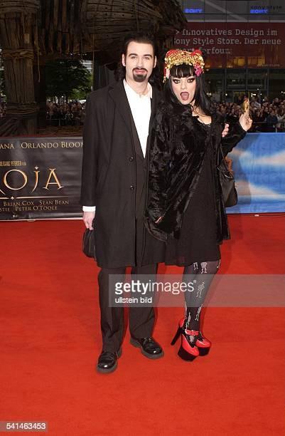 Sängerin, Schauspielerin, Dmit Ehemann Rocco auf dem roten Teppich vor dem Cine Star in Berlin, Potsdamer Platz