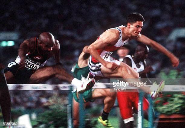 LEICHTATHLETIK 110m Huerden/ATLANTA 1996 29796 Eugene SWIFT/USA Florian SCHWARTHOFF/GER