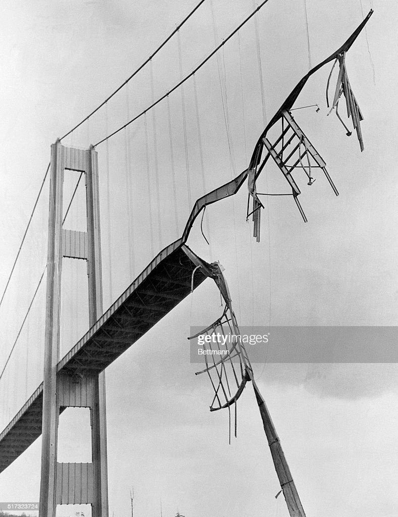 Collapsed Tacoma Narrows Bridge : News Photo