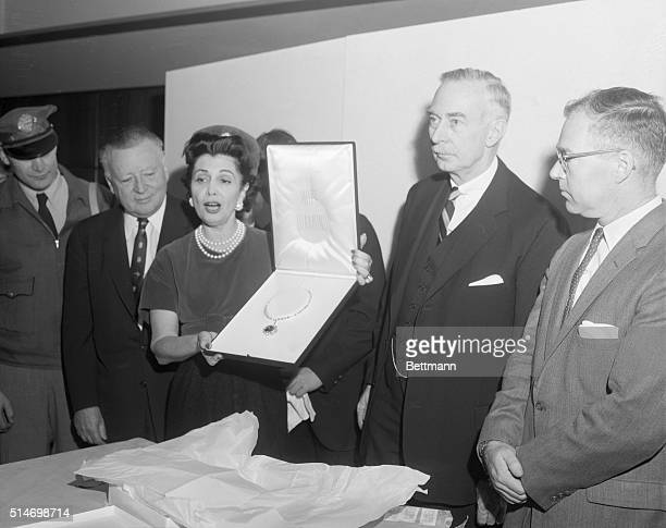 Washington: The U.S. Acquired the fabulous Hope Diamond today for permanent display at the Smithsonian Institution. Mrs. Harry Winston, wife the New...