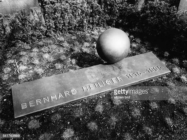*Bildender Künstler Bildhauer DGrabstätte auf dem Friedhof der StAnnenKirche in Berlin Dahlem 1997