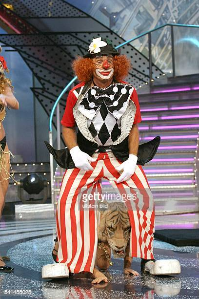 """Sänger, Schlager, DAuftritt im Clowns-Kostüm in der MDR Abschlussgala von """"Wiedersehen macht Freude"""" in der Lausitzhalle in Hoyerswerda-..."""