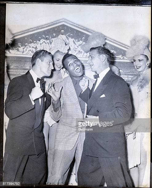 Paris France World welterweight boxing champion Sugar Ray Robinson gives up before the threatening rights of the Bernards a song and dance team...