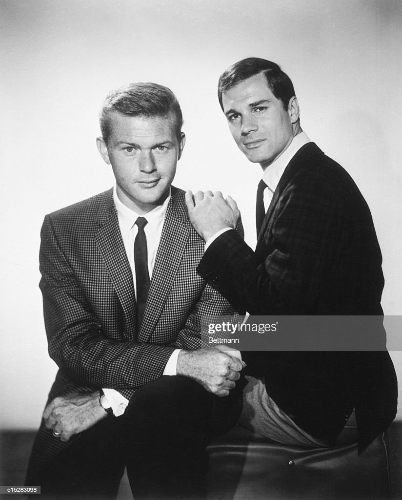scene from the tv show 'route 66', starring martin milner and george