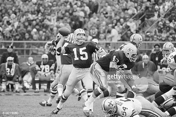 Milwaukee WI Green Bay Packers veteran quarterback Bart Starr started for the Packers for the first time in nearly a year against the New Orleans...