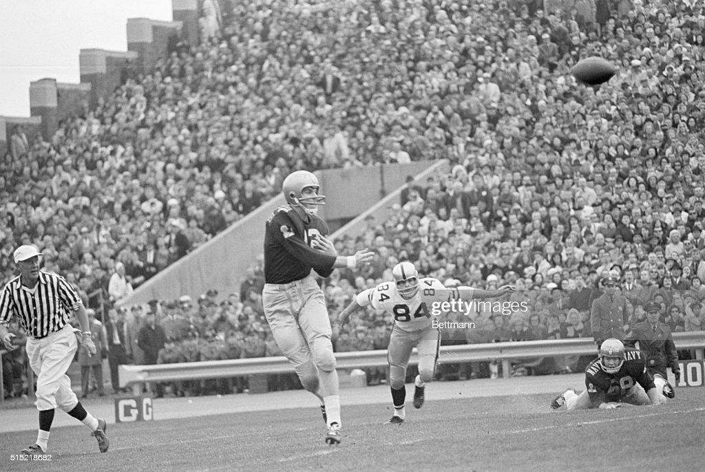 Roger Staubach Throws Pass Football Game : News Photo