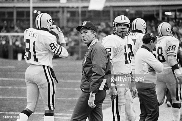 New York New York Green Bay Packers' coach Bart Starr and quarterback Lynn Dickey watch forlornly as Jets' Pat Leahy hits for a field goal in the...