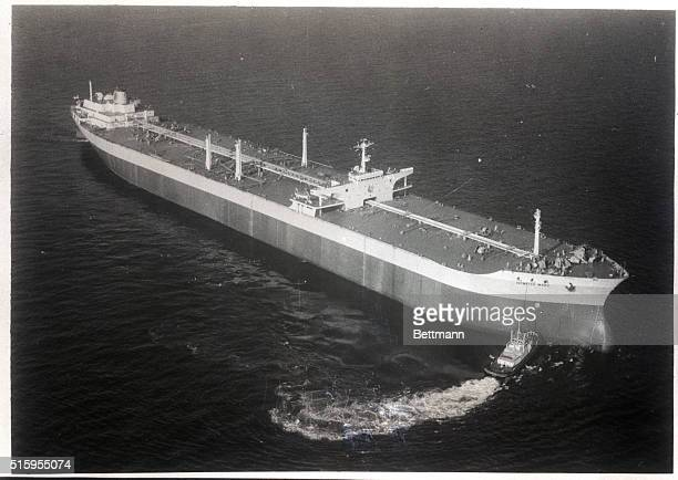 11/6/1966Yokohama Japan The world's biggest tanker the 209000 ton Idemitsumaru makes her first trial run in Sagami Bay 40 miles south of Tokyo The...