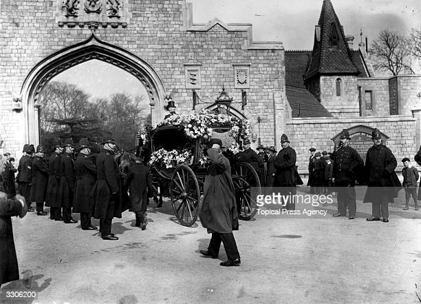 The funeral procession entering the cemetery in Ilford, during the funeral of Sergeant Bentley's son.