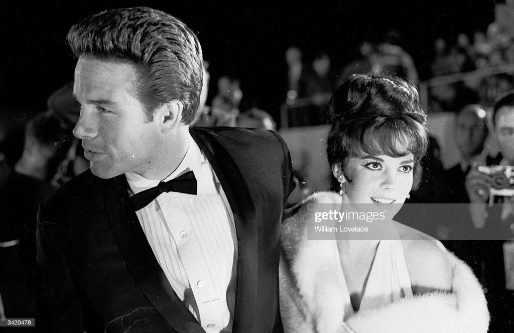 American actor Warren Beatty and actress Natalie Wood (1938 - 1981) at the Oscars award ceremony in Hollywood.