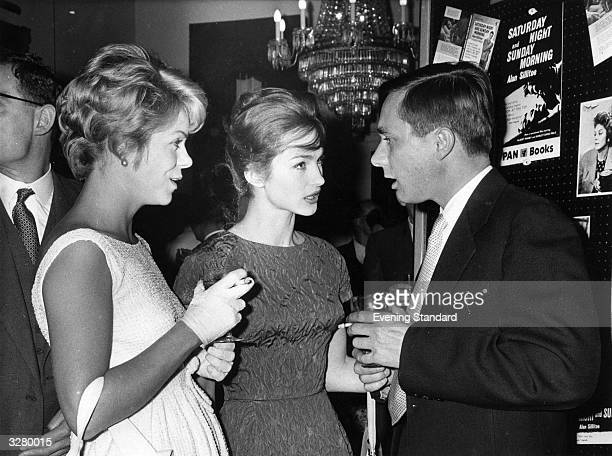 Writer Alan Sillitoe writer of 'Saturday Night and Sunday Morning' and actresses in the film of the book Shirley Anne Field and Rachel Roberts at a...