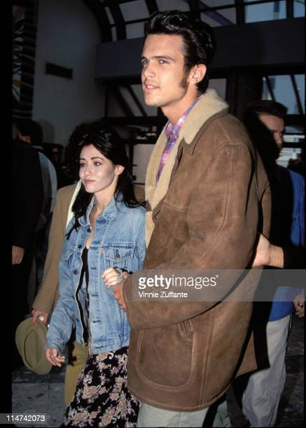 Shannen Doherty and Ashley Hamilton at LAX in 1993