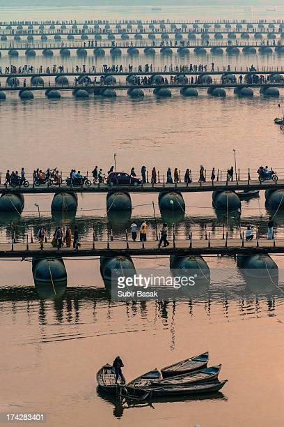 CONTENT] ALLAHABAD INDIA 11th Feb 2013 Hindu pilgrims crossing pontoon bridges built to join the Ganges and the Yamuna Rivers to the sacred...