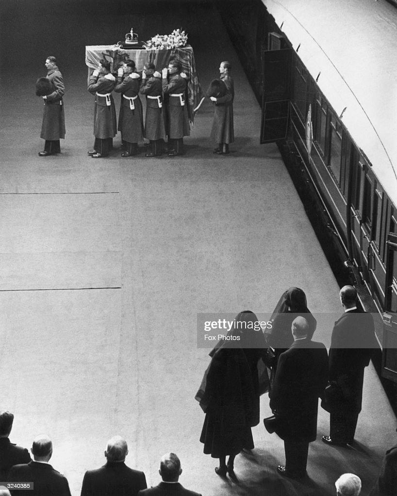 Royal Mourners : News Photo