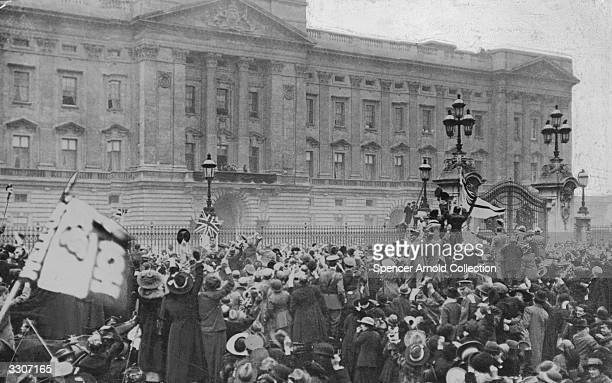 A jubilant crowd outside Buckingham Palace London to celebrate the end of hostilities The Royal family appear on the balcony