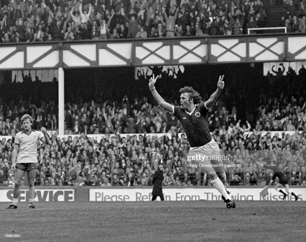 11th November 1978. Goodison Park, Everton. Everton 3 v Chelsea 2. Everton+s Andy King celebrates his goal. : News Photo