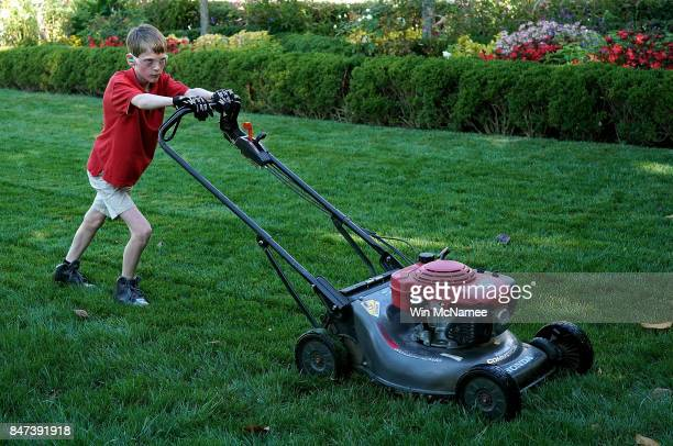 11yearold Frank 'FX' Giaccio mows the grass in the Rose Garden of the White House September 15 2017 in Washington DC Giaccio from Falls Church...