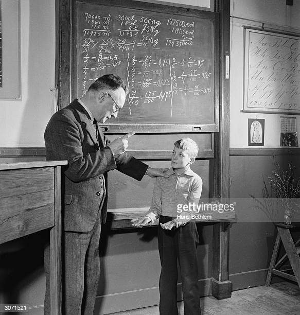 11yearold Jaap Haanappel gets into trouble with a new teacher for coming to school with dirty hands But what the teacher doesn't know is that members...