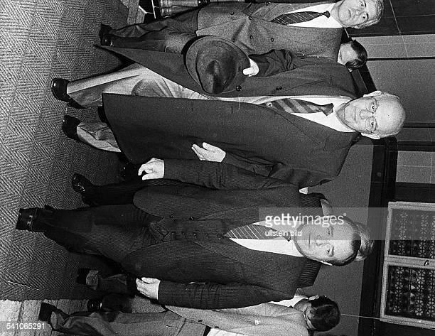 *Politiker Südafrika bei seinem BerlinBesuch mitInnensenator Heinrich Lummer 1984