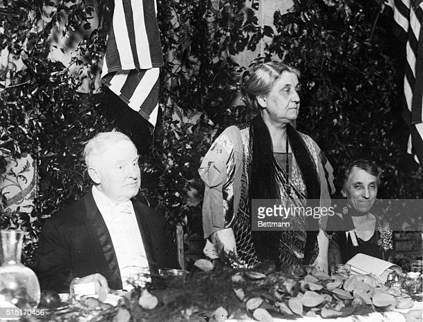 Fourteen hundred men and women all admirers of Miss Jane Addams veteran social worker paid enthusiastic tribute to her at a dinner given in Chicago...