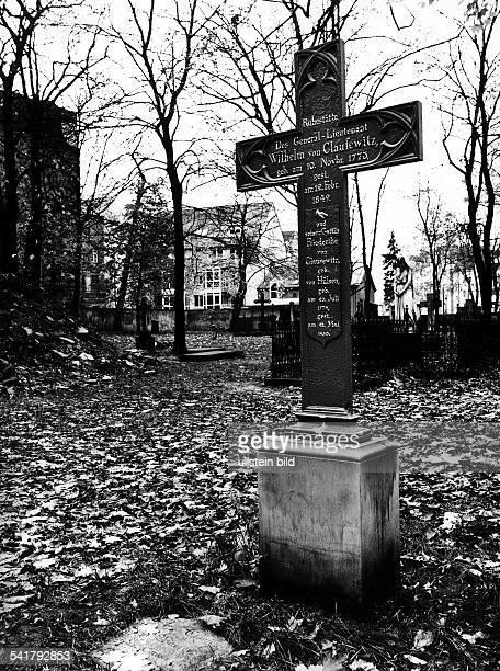 10111773 12021849Generalleutnant Militär D Grab von C und seiner Frau Friedrikevon Clausewitz auf demGarnisonsfriedhof in der KleinenRosenthaler...