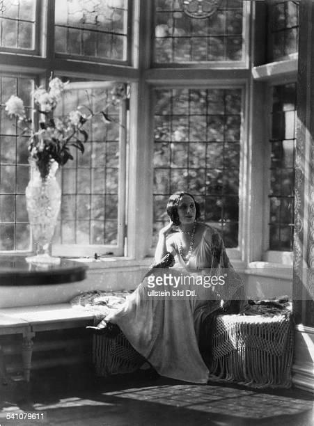 *12021881Ballettänzerin Tänzerin Russland in ihrer Wohnung in Hampstead/Londonaus Dame 3/1924/25