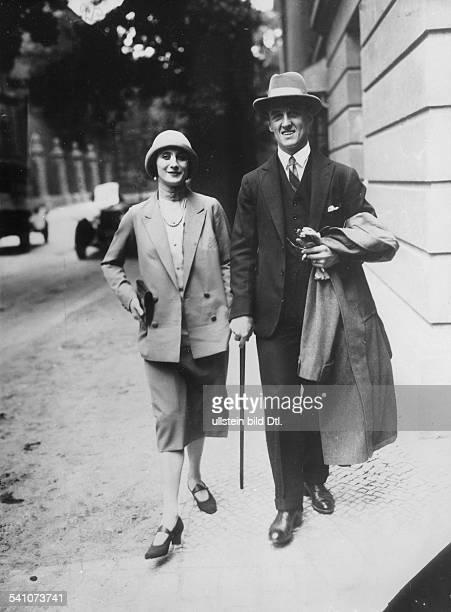 *12021881Ballettänzerin Tänzerin Russland mit Partner Laurent Novikoff in Berlin 1926