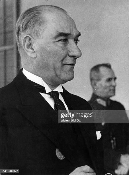 *12031881Politiker Türkeiam Rande des Empfangs fürden schwedischen König in AnkaraOktober 1934