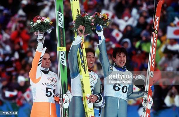 NAGANO 1998 EINZELSPRINGEN 120m SCHANZE SIEGEREHRUNG SILBER Jani SOININEN GOLD Kazuyoshi FUNAKI BRONZE Masahiko HARADA