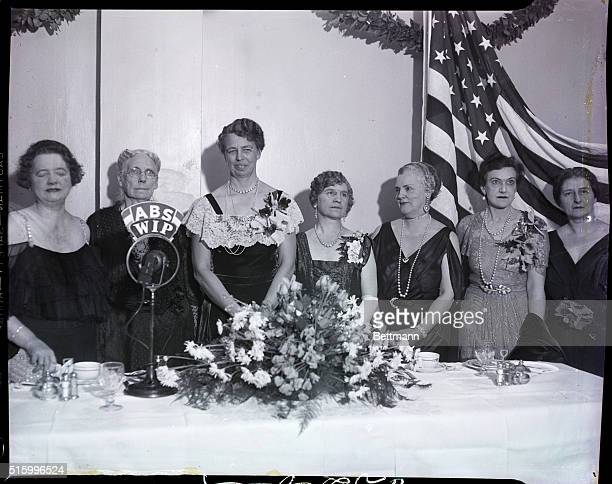 Philadelphia PA Mrs Franklin Roosevelt received the Gimbel Award as America's outstanding woman for 1934 in formal ceremonies at the establishment of...