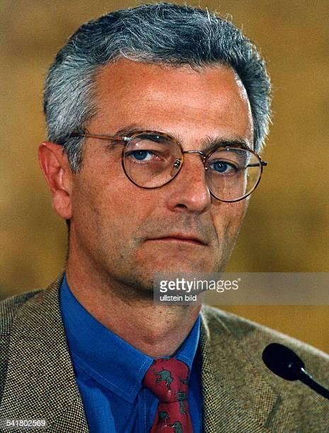 1955Journalist , Jurist; D- Programmgeschäftsführer des Ereignis-und Dokumentationskanals von ARD und ZDFPHOENIX- Porträt