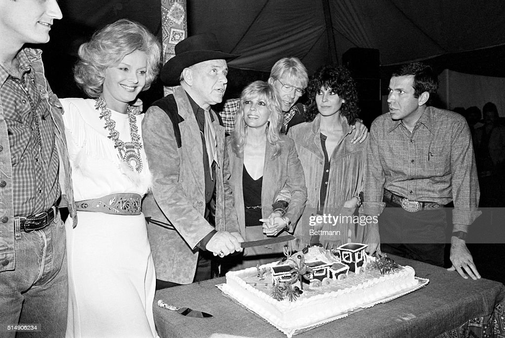 Rancho Mirage Ca Frank Sinatra Is Surrounded By Family Members As