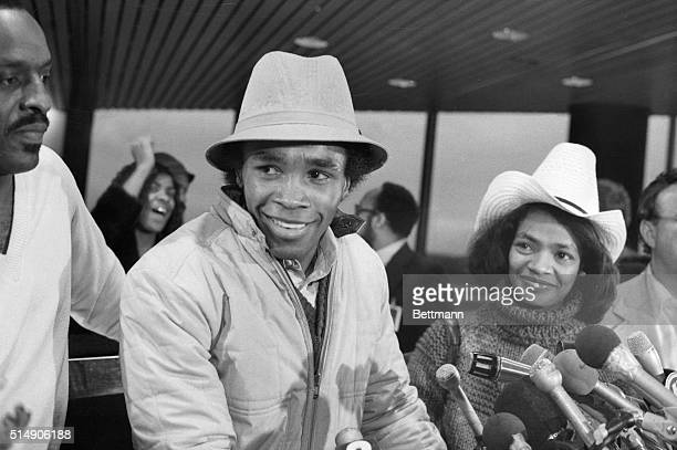Baltimore, MD: Sugar Ray Leonard and wife, Juanita, smile as they arrive at Baltimore-Washington International Airport Nov. 26 following his...