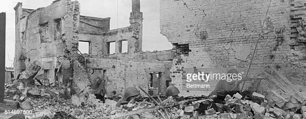1/26/1943Stalingrad Russia Fighting men of the Red Army are shown as they moved up on the enemy amid the ruins of houses in the worker's settlement...