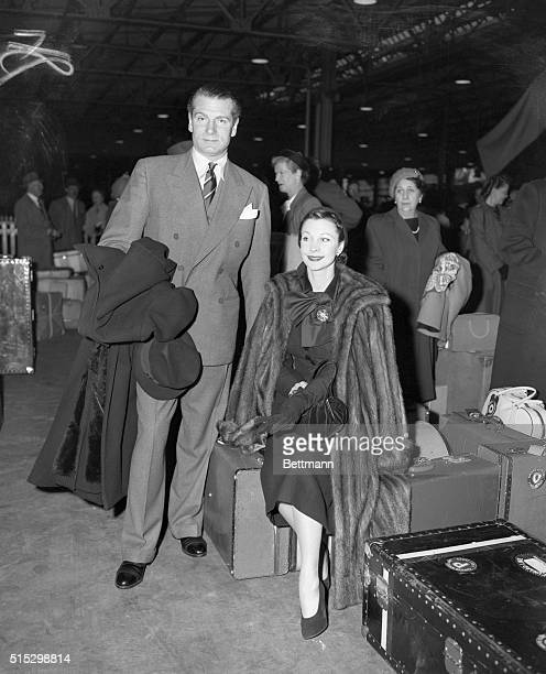 12/6/1951New York NY Sir Laurence Olivier and his wife Vivien Leigh arrive in NYC