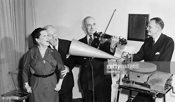 New York, New York- Metroplitan Opera stars Lucrezia Bori and Giovanni Martinelli make a recording with the same accoustic equipment used at Enrica...