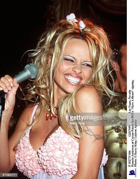 P 352775 006 12Jun99 Las Vegas Nevada Pamela Anderson At Caesar Palace Fro Peta Have A Heart Signing