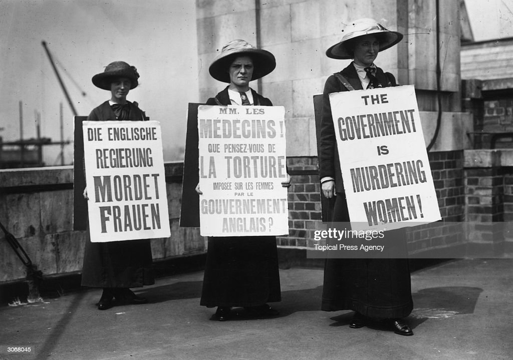 Sandwich Women : News Photo