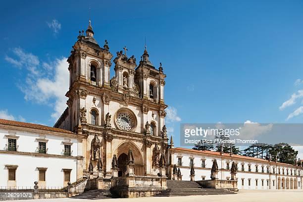 12th century cistercian monastery of santa maria - cisterciense - fotografias e filmes do acervo