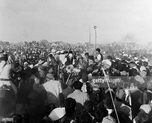 Crowds rushing towards the funeral pyre of the assassinated Indian statesman and advocate of nonviolence Mahatma Gandhi before the fire is lit