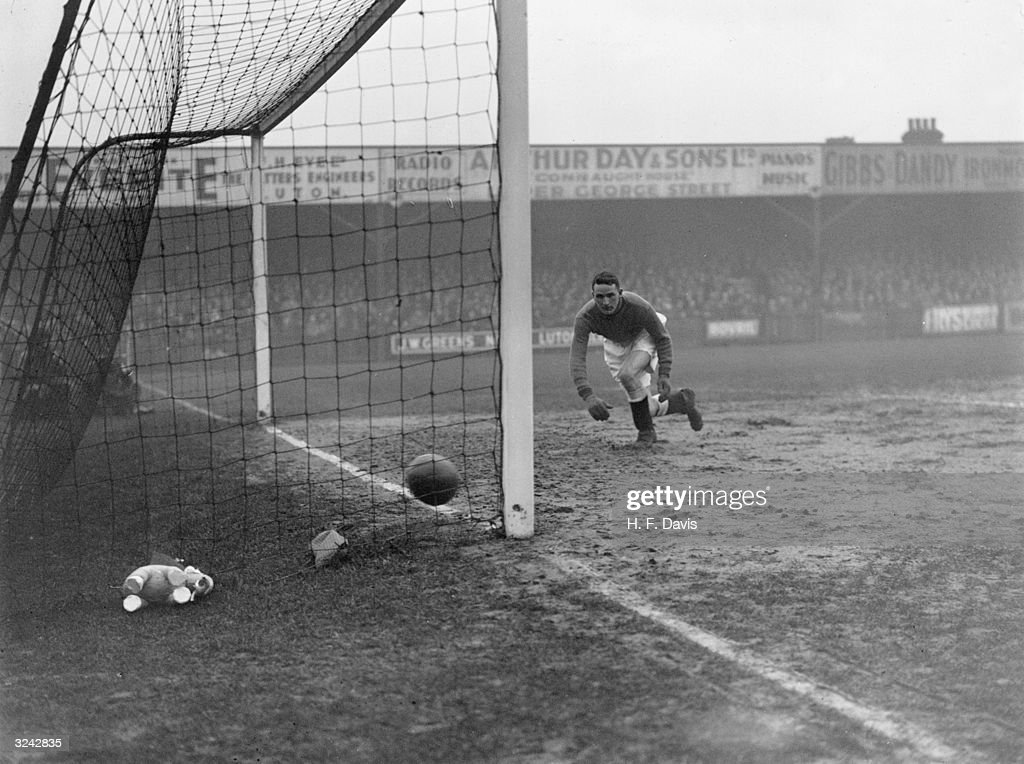 Cup Tie Goal : News Photo