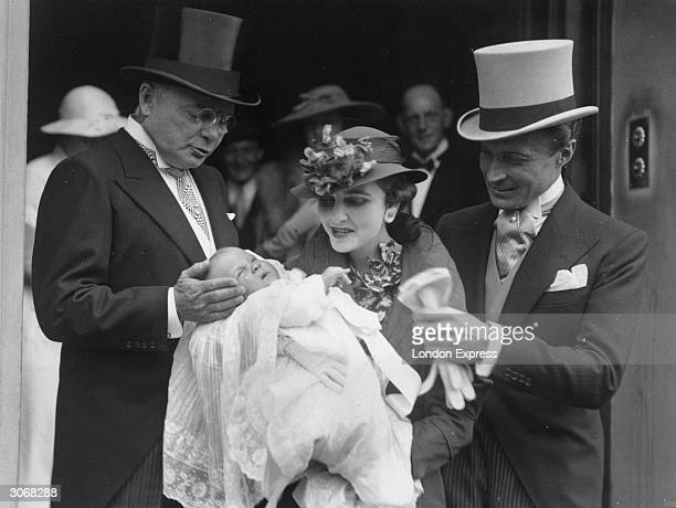 American Woolworth heiress Barbara Hutton the Countess von HaugwitzReventlow with her father and her husband Kurt von HaugwitzReventlow at...