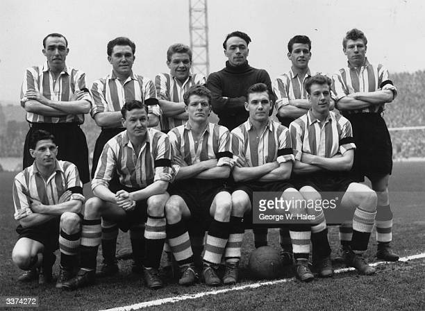 The players of Sheffield United FC Original Publication Picture Post 7601 Famous Northern Football Teams 2 Wednesday And United pub 1955