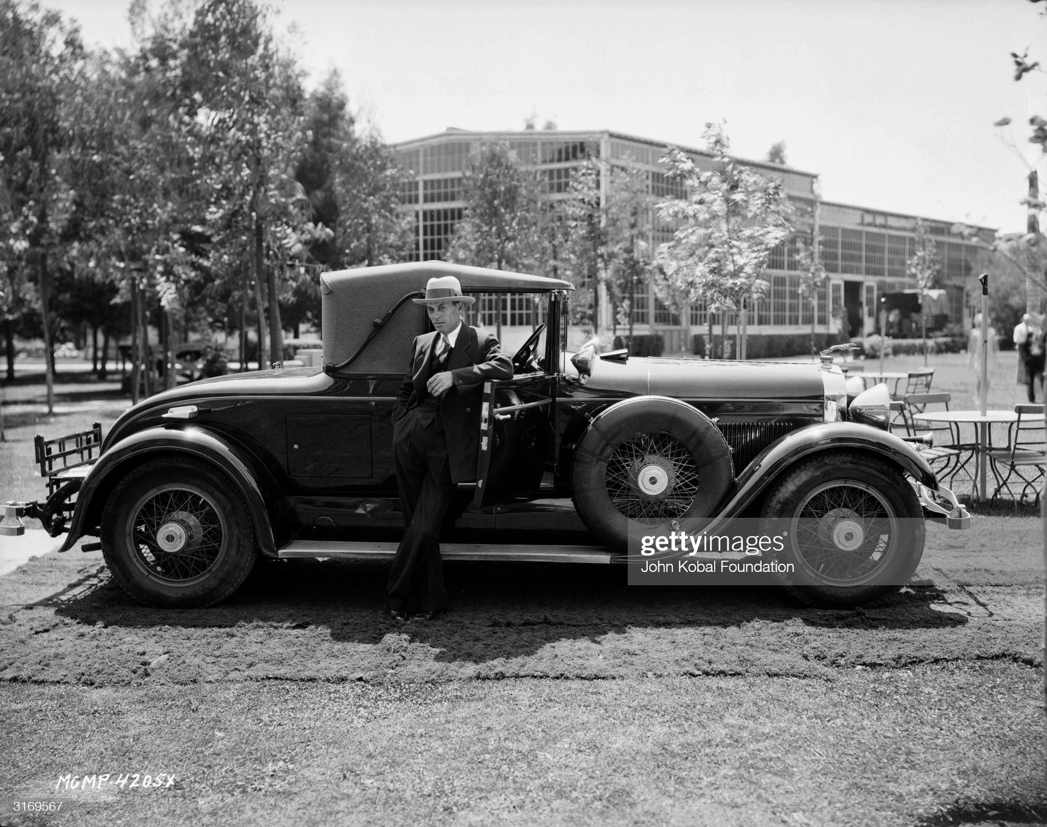 Car Posing : News Photo