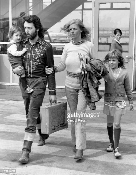 Paul McCartney singer songwriter and bass player for the recently disbanded Beatles with his wife Linda and their two children Mary and Heather at...