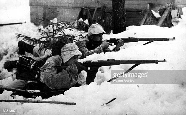 Finnish troops at the ready on the RussoFinnish border